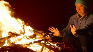 How to Get Campfire Smell Out of Clothes (5 Super Easy Tricks!)