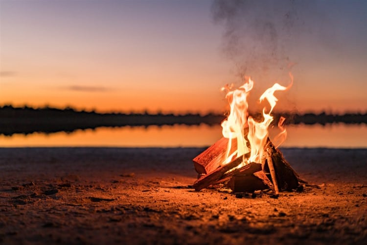 How to Build a Campfire(The Perfect Way!)
